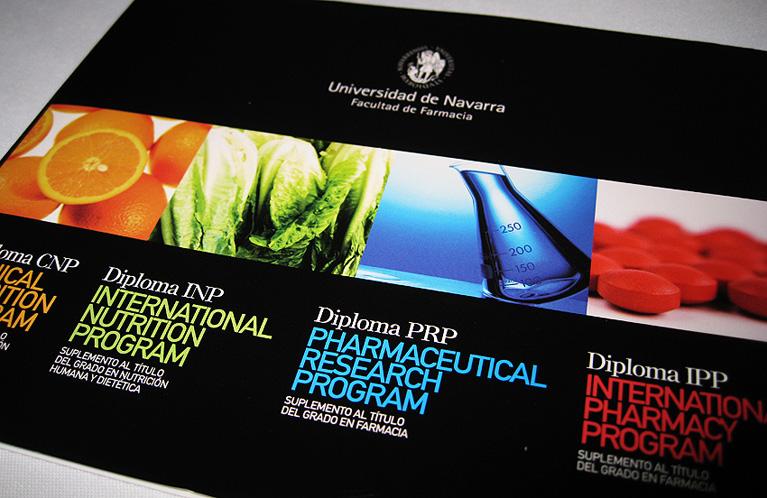 universidad-de-navarra-facultad-de-farmacia-folleto-diplomas-calle-mayor-comunicacion-y-publicidad